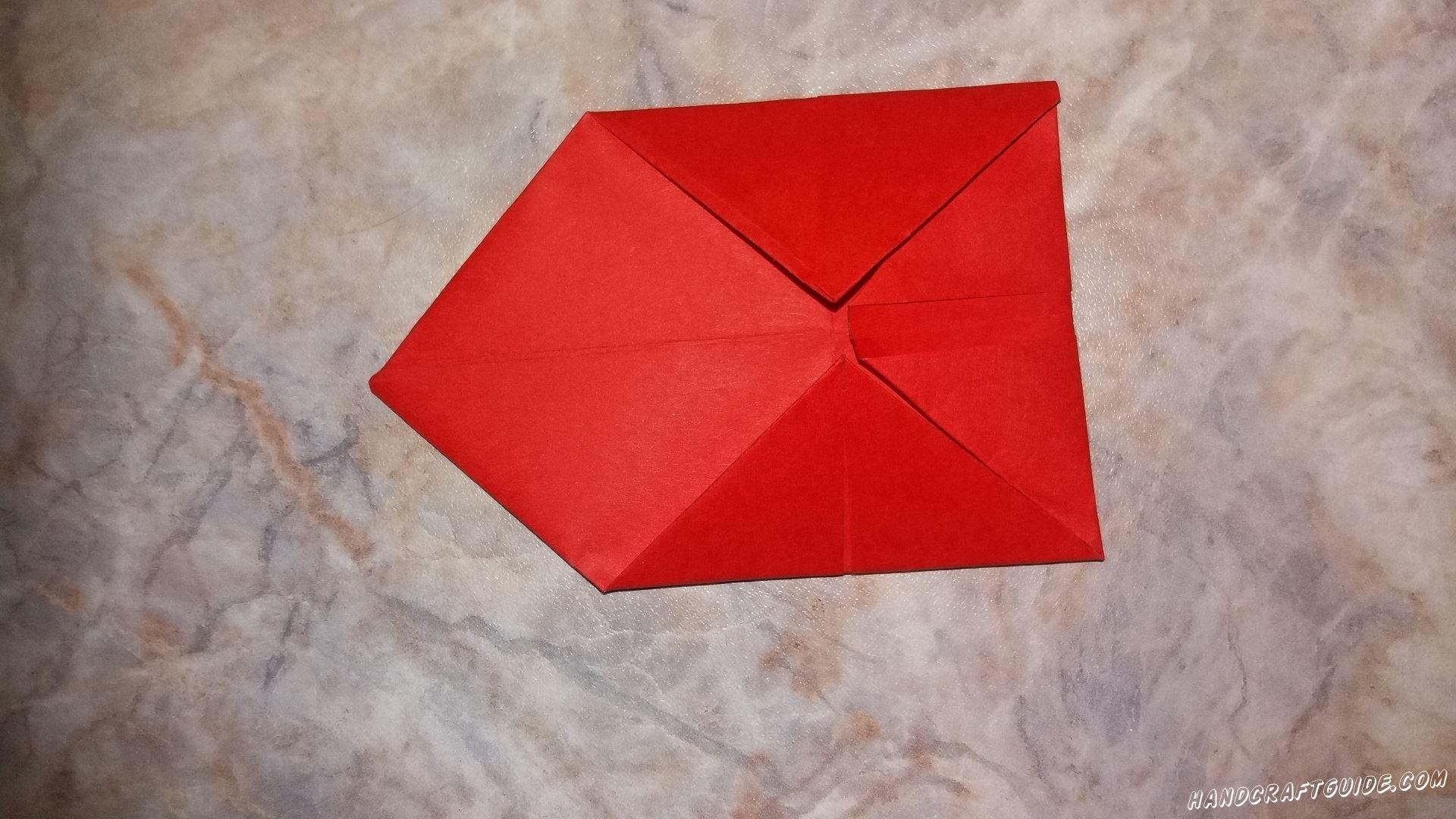 Отгибаем один треугольник