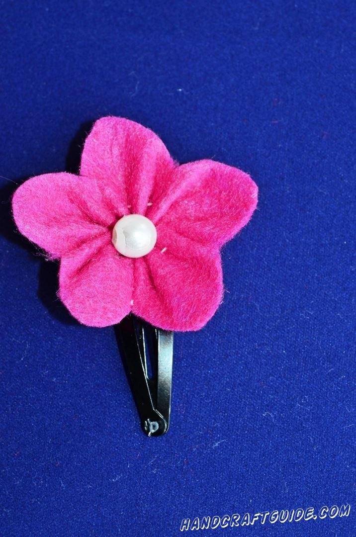заколка в форме цветочка из фетра своими руками