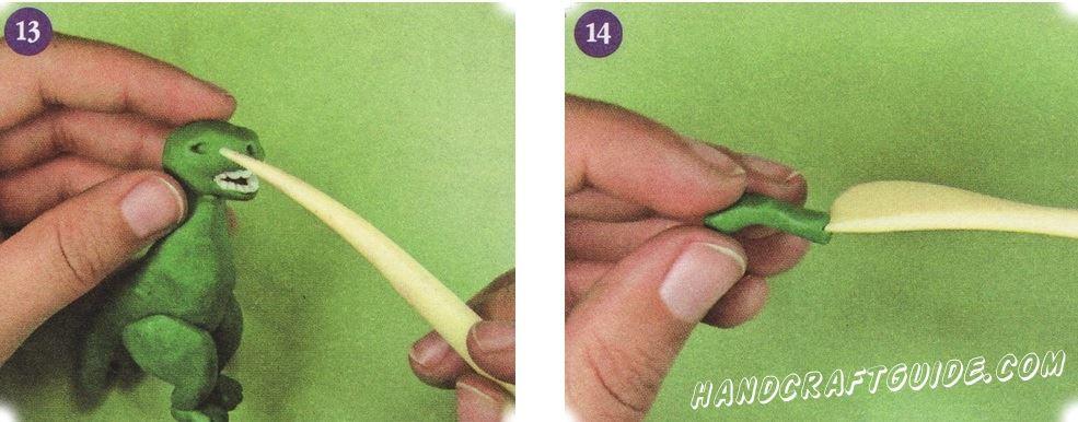 С помощью стека сделайте два углубления для глаз и вставьте туда маленькие бусинки или шарики белого пластилина. Передние лапы скатайте в виде двух колбасок. Согните их, создавая локоть. И сделайте надрез с одного края, имитируя пальцы.