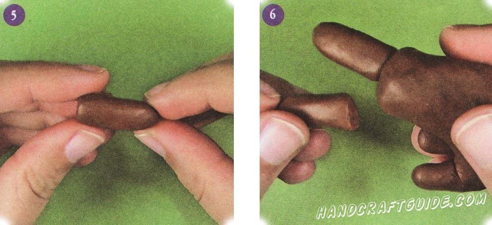Сделайте переднюю лапку: скатайте в рулетик, слегка придавите и закруглите вбок. Проделайте такую же процедуру со второй передней стопой. К туловищу прикрепите передние ноги таким образом, чтобы они были параллельны друг другу.