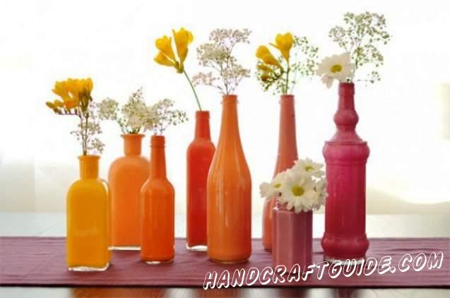 Порадуем мам настоящей вазой из стеклянной бутылки, сделав её следуя пошаговой инструкции.
