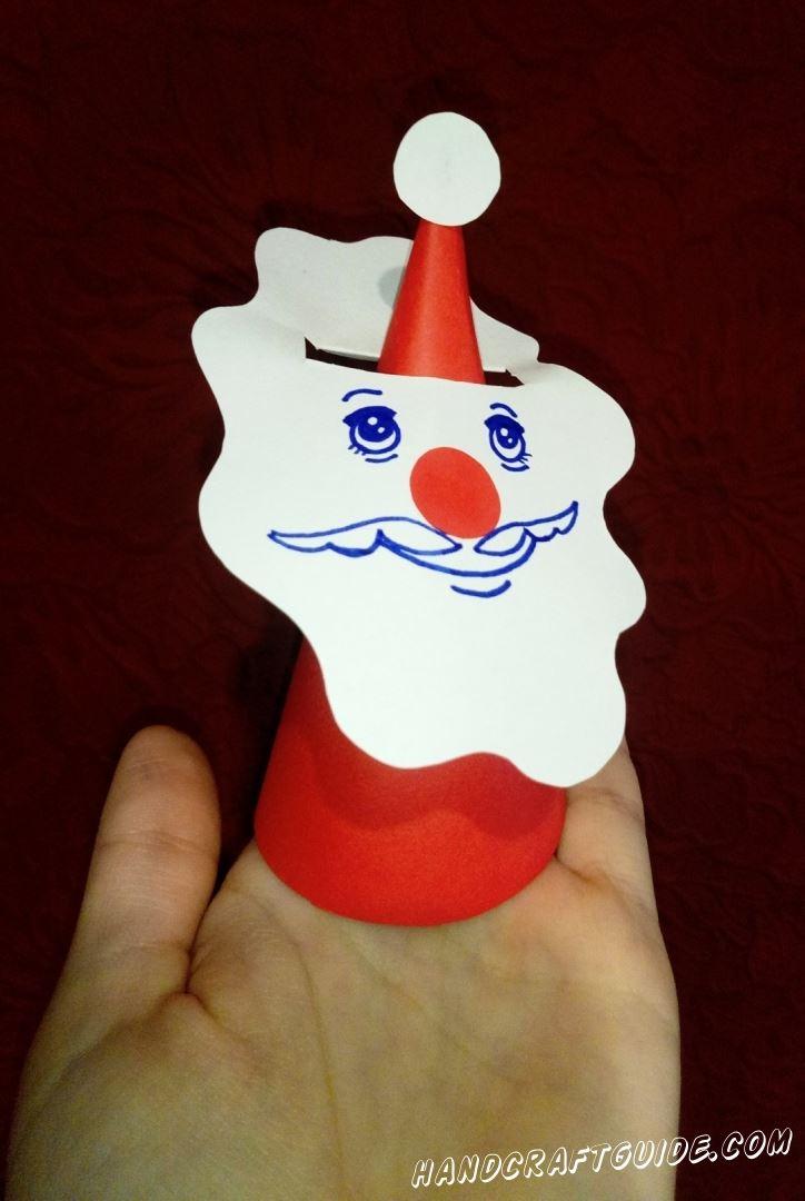 Делаем настоящие пальчиковые игрушки вместе с нами, а именно Дедушку Мороза из цветной бумаги.