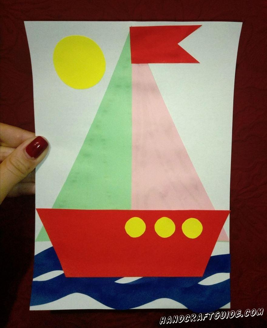Отправляемся в море на нашем кораблике из цветной бумаги.