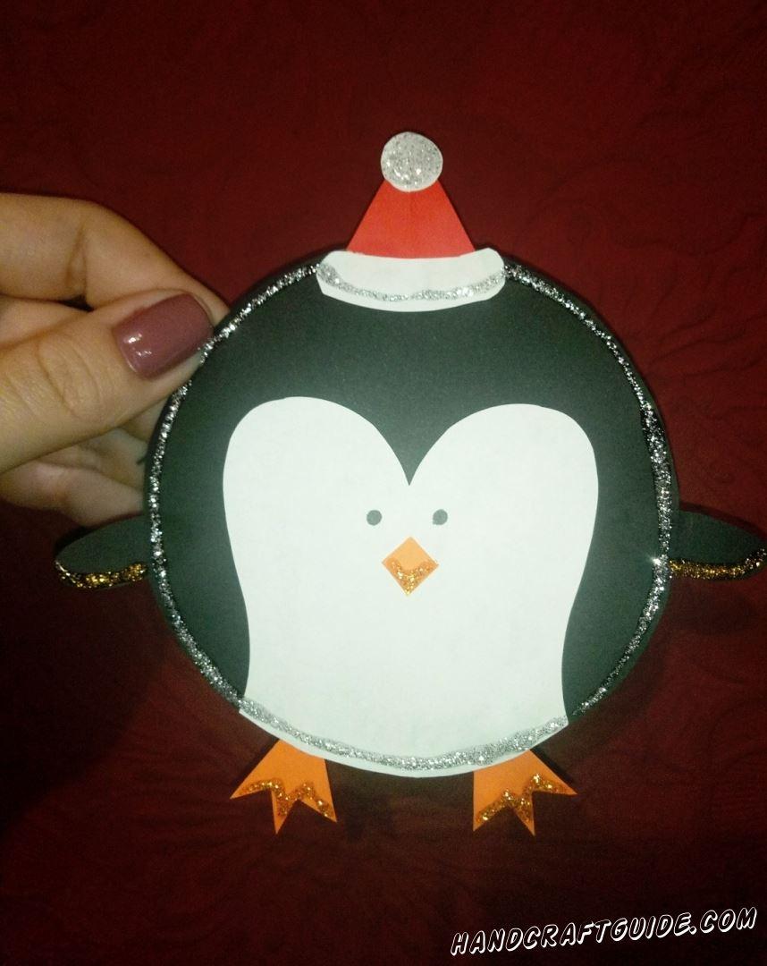 Новогодний пингвин поздравляет тебя с наступающими новогодними праздниками!