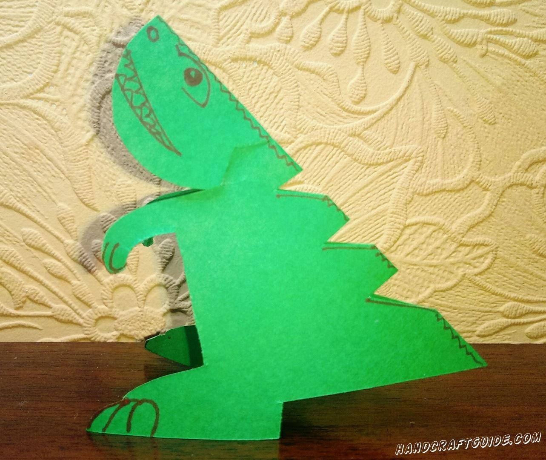 Отправляемся в древние времена динозавров и попробуем создать своего динозаврика из бумаги. Приглашайте друзей и создавайте личный Парк Юрского Периода с различными доисторическими животными.