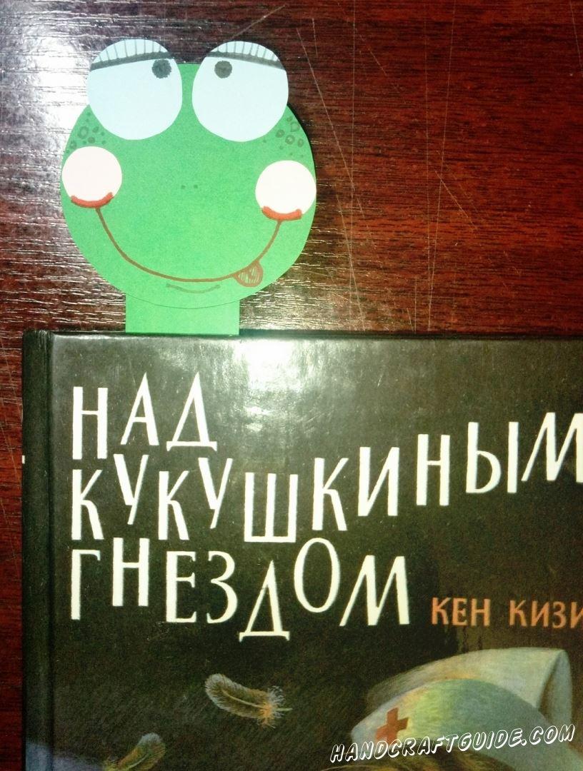 Бумажная закладка-червячок, сделанная  своими руками, станет неотъемлемым помощником в чтении книг.