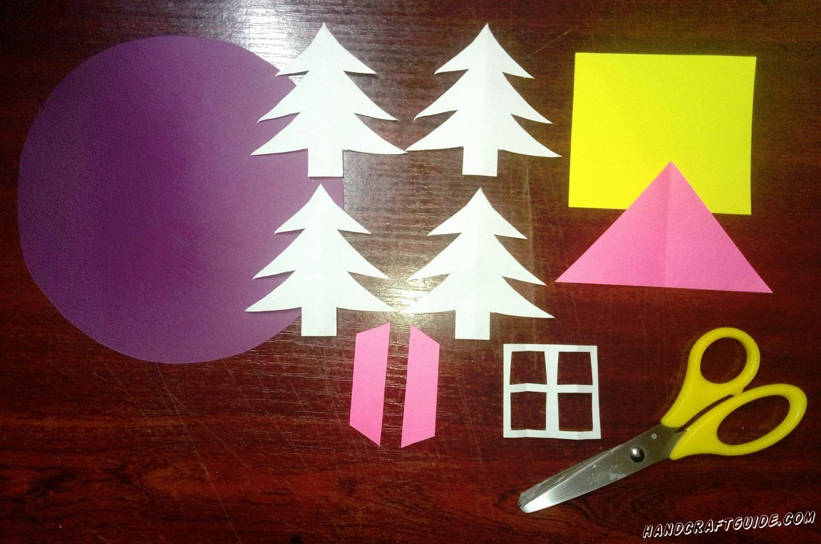Для начала, мы вырезаем четыре одинаковые ёлочки и окошко из белой бумаги, две ставни и крышу розового цвета, а также квадратный домик из жёлтой бумаги и большой фиолетовый круг