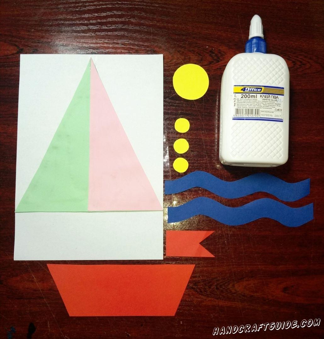 На белый лист бумаги мы приклеиваем наши паруса.