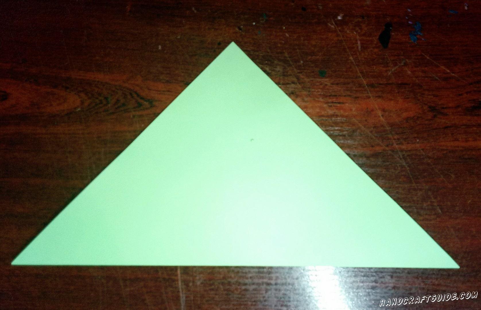 Квадратный лист бумаги, бирюзового цвета, складываем пополам в треугольник