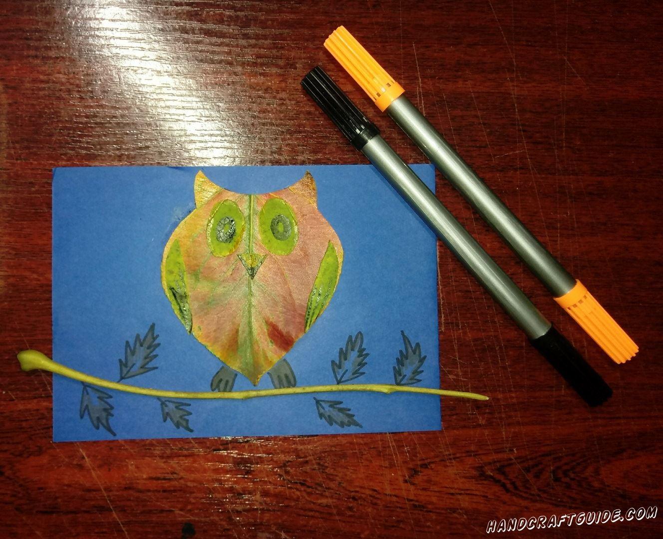сова на веточке из осеннего листика