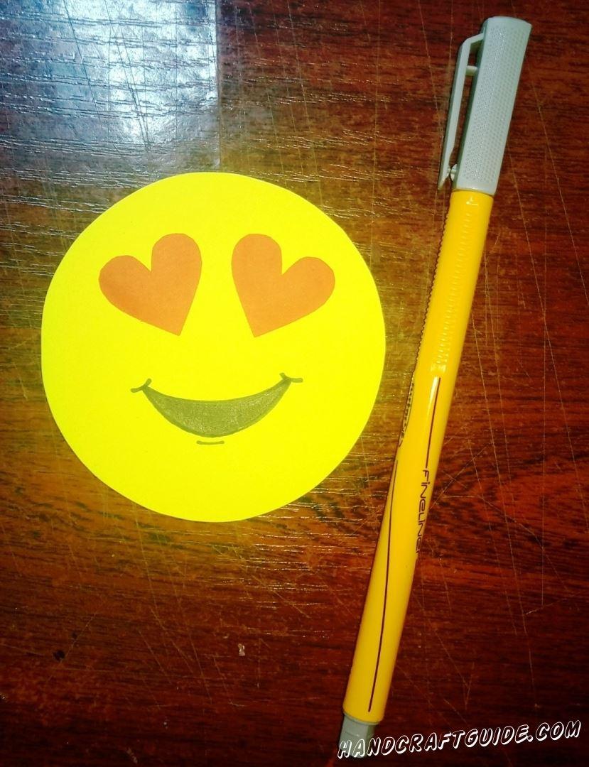 Снизу дорисовываем улыбочку