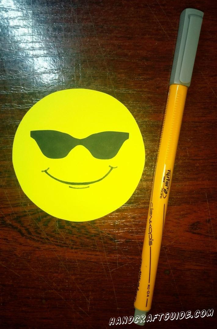 Теперь рисуем улыбочку
