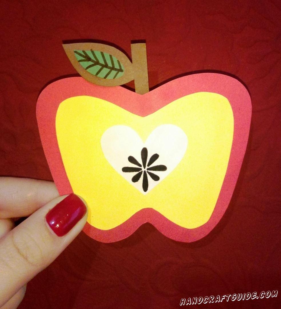 Вот так просто у нас получилось сделать красивое яблочко!