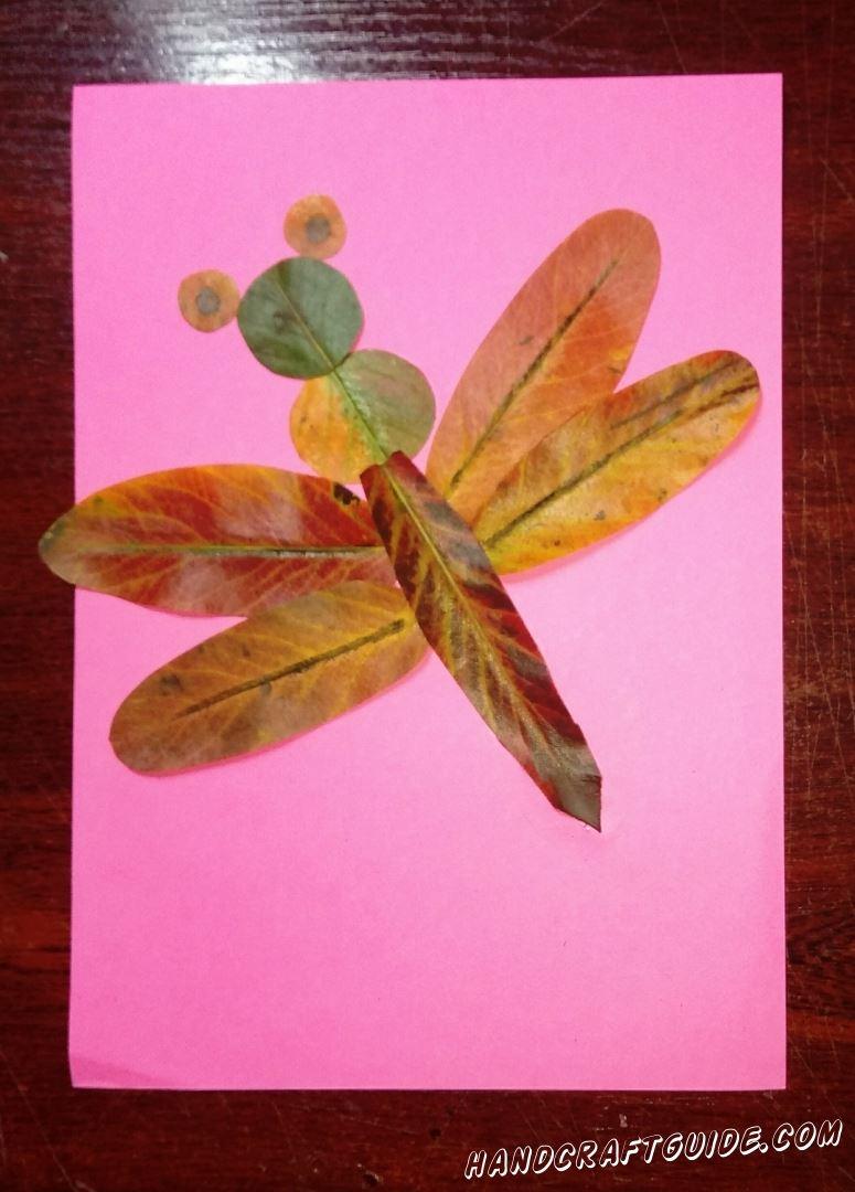 аппликация из осенних листьев стрекоза