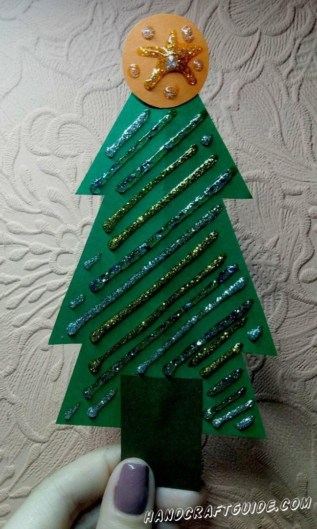 Под такой красивой ёлочкой вы точно найдёте подарки в праздники.