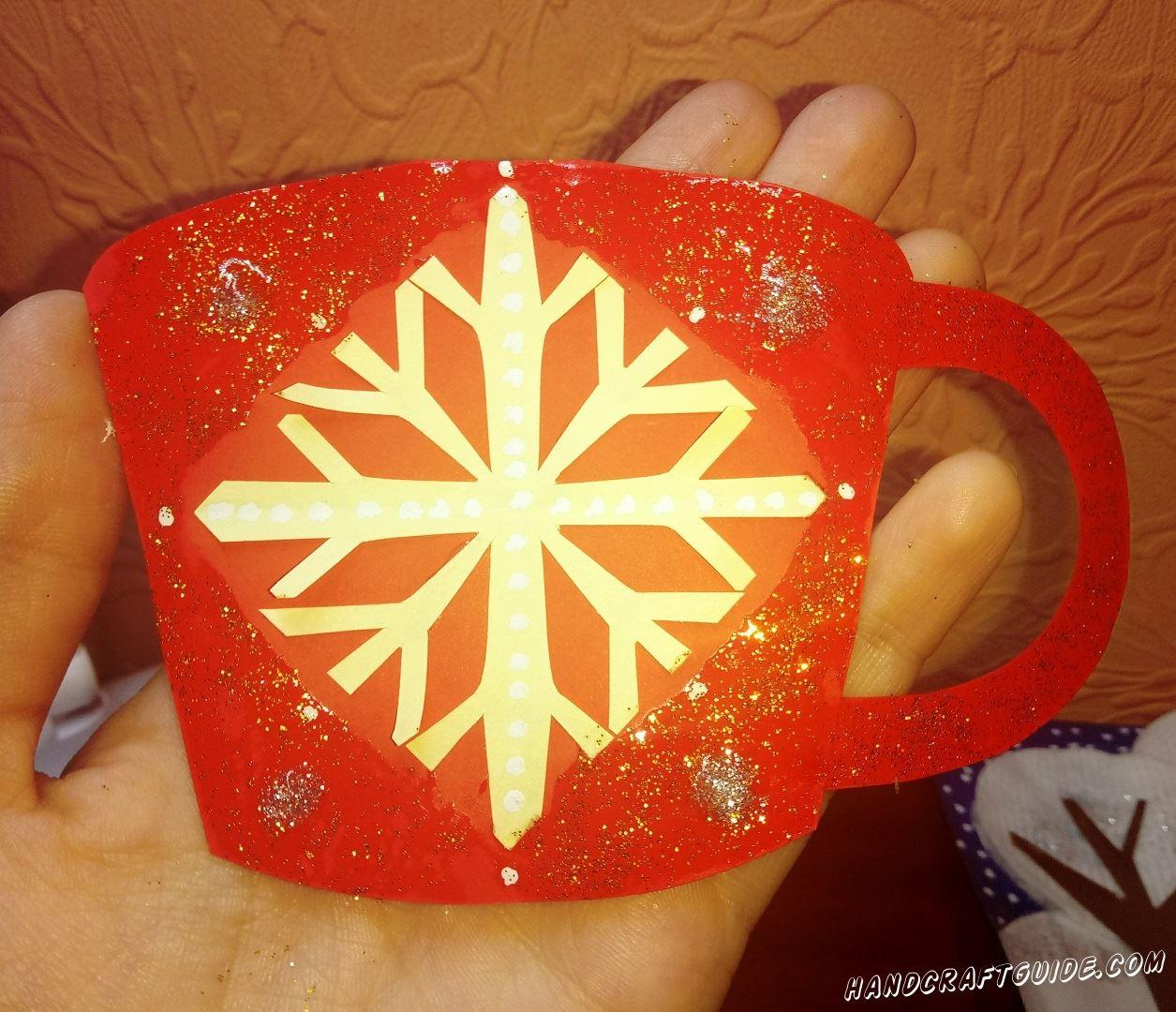 бумажная чашечка для сервиза на новый год