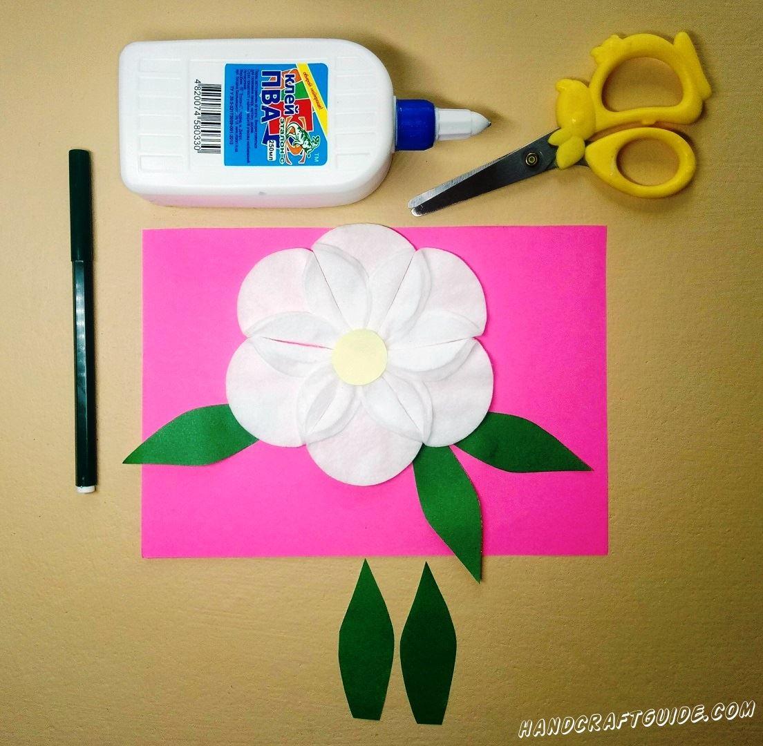 И украшаем листочками из бумаги