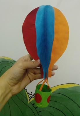 Воздушный шар из цветной бумаги в формате объемной аппликации, прямо сейчас.
