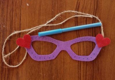 Приглашаем вас сделать маску своими руками из подручных материалов.