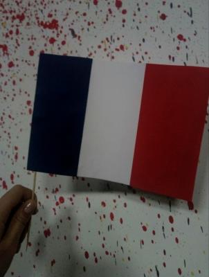 """Bonjour. Сейчас мы с вами сделаем флаг, самой романтической страны в мире,своими руками - """"Флаг Франции"""""""