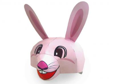 По традиции кролик прячет гнездо с красивыми яйцами, и кто их найдет – тот будет счастлив весь год. Детки утром весеннего праздника Пасхи ищут гостинцы от волшебного кролика и потом с удовольствием их съедают. Так давайте же вместе выполним бумажную поделку кролика в стиле паперкрафт и порадуем ней всю нашу семью.