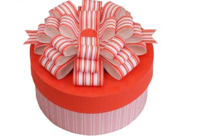 Сделай подарочную коробку своими руками и порадуй близкого человека подарком в такой красоте.