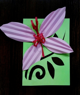 Давайте скорее сделаем замечательную бабочку на веточке из цветной бумаги