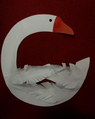 Гадкий утёнок превратился в такого красивого лебедя из цветной бумаги!