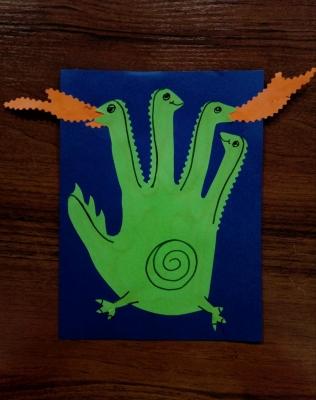 Настоящий Змей Горыныч из цветной бумаги, красуется на нашей аппликации.