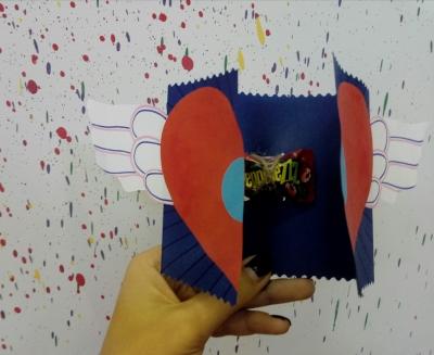 Открытка c сюрпризом из цветной бумаги для самых дорогих близких.