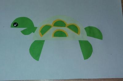 Поспешите к нам, ведь сейчас мы будем делать замечательную черепаху из цветной бумаги