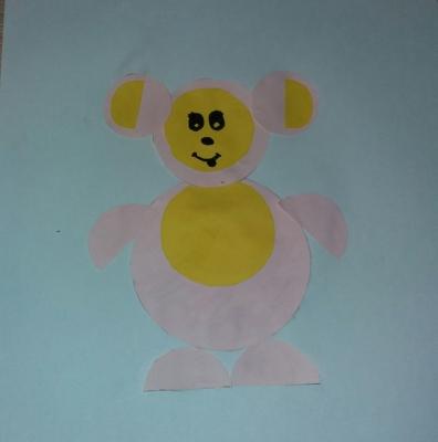 Этот розовый мишка из цветной бумаги так и излучает хорошим настроением