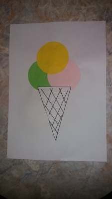 Этот рожок мороженного из цветной бумаги нельзя кушать, но он точно подымет вам настроение!