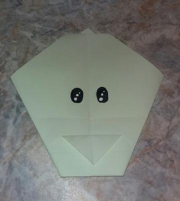 Учимся делать собачку из бумаги, с помощью техники оригами, следуя пошаговой инструкции.