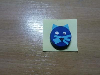 поделка кот из пластмассовой крышки