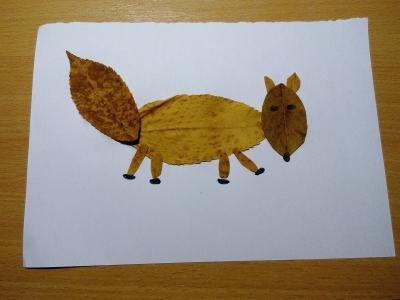 лисица из осенних листьев