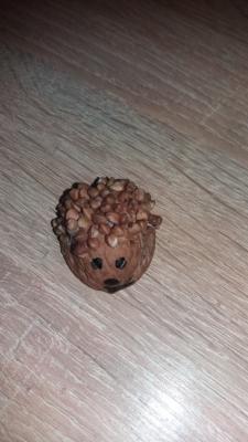 поделки из скорлупы ежик