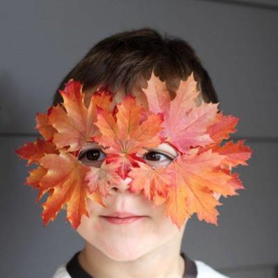 маска из осенних листьев
