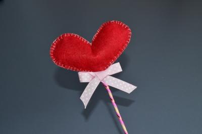 Удиви своих родных и близких, подарив сердце из фетра, сделанного своими руками.
