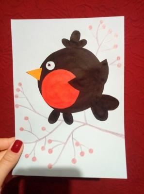 Скорее присоединяйся к нам, наш маленький друг, ведь сейчас мы будем делать очень классную птичку из цветной бумаги.