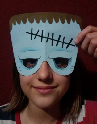 Добрый день, дорогие друзья. Сегодня мы подготавливаемся в маскараду на праздник Хеллоуин, а именно, сделаем маску зомби.