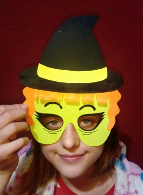Продолжаем подготовку к празднику Хеллоуин, и сделаем крутую маску из цветной бумаги.