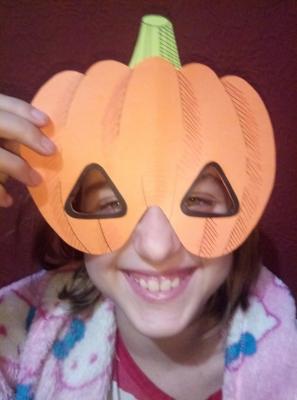 Всем привет! Подготовка к празднику Хеллоуин продолжается. И сегодня мы сделаем маску тыкву! Присоединяйтесь к нам.