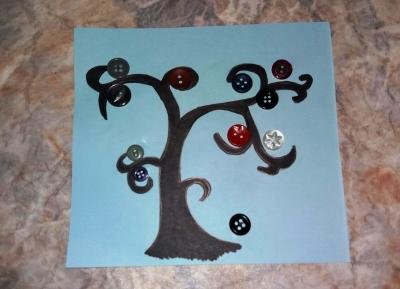 аппликация дерева с пуговицами вместо ягод