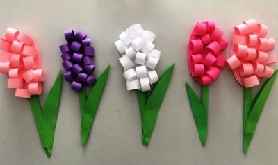 Хотите узнать, как делаются такие красивые цветы из цветной бумаги? Тогда вы там, где нужно.