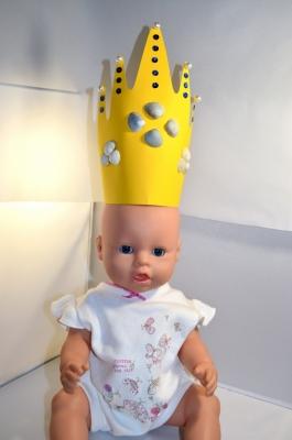 Настоящим принцессам обязательно нужна корона, так давайте же сделаем себе её.  Добавим в нашу коллекцию корон  ещё одну, с морской тематикой.