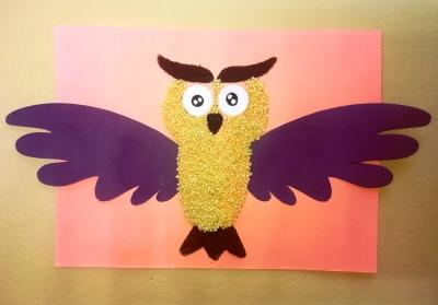 Эта мудрая сова из крупы и цветной бумаги станет венцом вашей коллекции поделок!