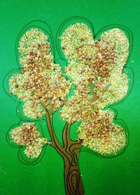Нарисуем красивейшее осеннее дерево из круп!