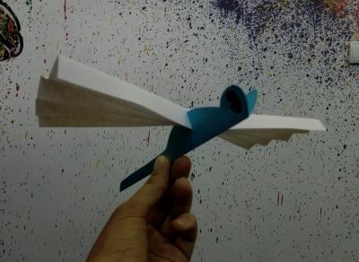 Здравствуйте, друзья. Хотите увидеть стрекозу в любое время? Давайте просто сделаем её своими руками из подручных материалов.