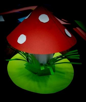 Здравствуйте, друзья. Все знают что мухомор самый вредный, хоть и самый красивый гриб. Давайте сделаем своими руками такой гриб, чтоб он был красив и не вреден